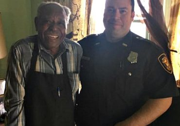 Elderly Man Calls 911 To Report His Air Conditioner Is Broken, Officers Reaction Will Warm Your Heart