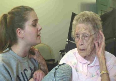 Girl Starts Singing to Great-Grandmother. What Happens Next Will Leave You in Tears.