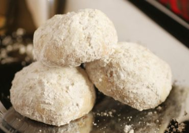 This Snowball Cookie Will Become Your Favorite Christmas Recipe