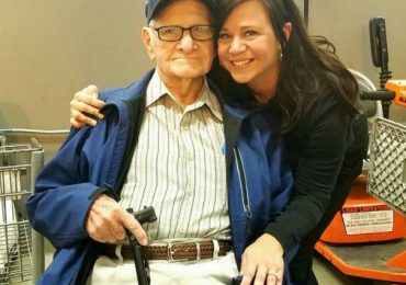 Woman Notices Something Isn't Right With A Senior Veteran At The Grocery Store And Walks Up To Him To Find Out
